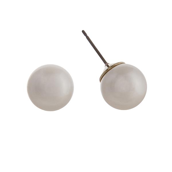 Wholesale mm cream pearl stud earrings