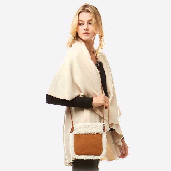 Wholesale faux suede sherpa fleece lined crossbody bag No inside pockets Zipper