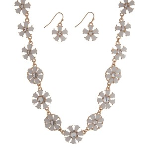 "Gold tone necklace seat featuring white flowers with matching earrings. Approximately 16"" in length."