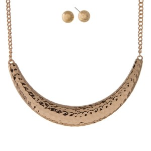 "Gold tone necklace set with a hammered curved bar and matching stud earrings. Approximately 16"" in length."
