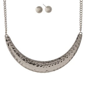 "Silver tone necklace set with a hammered curved bar and matching stud earrings. Approximately 16"" in length."