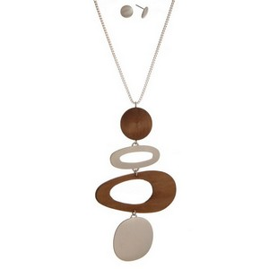 """Metal necklace set with an oval and wooden pendant and matching stud earrings. Approximately 32"""" in length."""