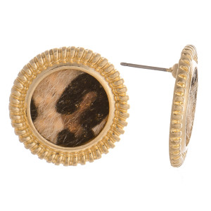 Gorgeous animal print stud earrings. Approximate