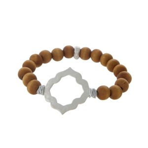 Wooden beaded stretch bracelet displaying a silver tone quatrefoil.