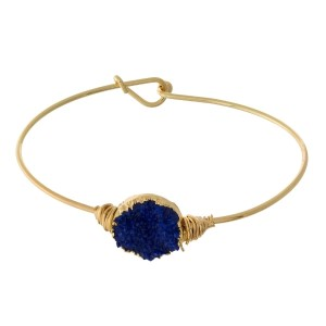 Dainty gold tone bangle bracelet with a faux druzy circle stone focal.