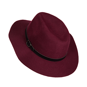 Burgundy hat with faux leather buckle. 100% wool.