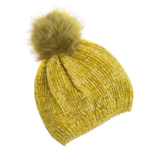 Velvet-look beanie with a faux fur pom pom. 100% acrylic. One size.