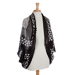 Lightweight black and white arrow shrug. 100 % Polyester.