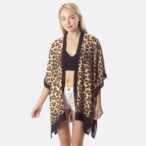 Animal print scarf kimono. 100% viscose.