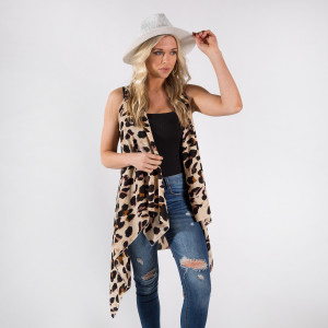 Kimono vest featuring leopard print. One size fits most 0-14. 100% polyester.