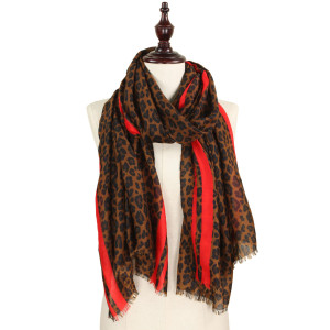 Leopard printed scarf. 100% polyester.